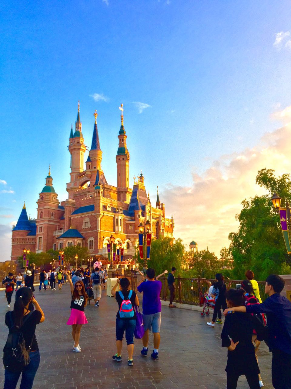 Shanghai Disneyland Fantasyland Enchanted Storybook Castle