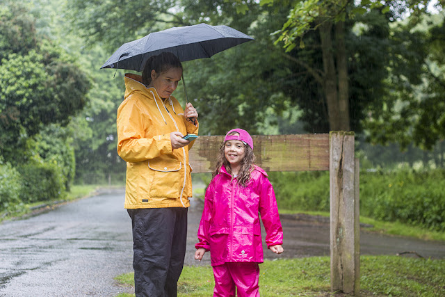 What is Geocaching - Zoe and Bubs in te rain looking for a cache