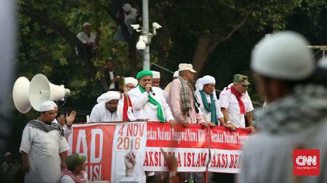 Juru Bicara Front Pembela Islam (FPI) Munarman mencurigai langkah Presiden Joko Widodo yang memerintahkan Kapolri Tito Karnavian untuk memeriksa Basuki Tjahaja Purnama