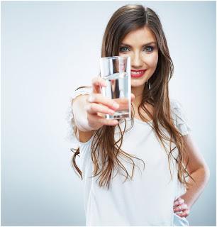 Banyak Minum Air Putih Bikin Gemuk dan Membantu Proses Pencernaan dan Pengeluaran Racun Dalam Tubuh