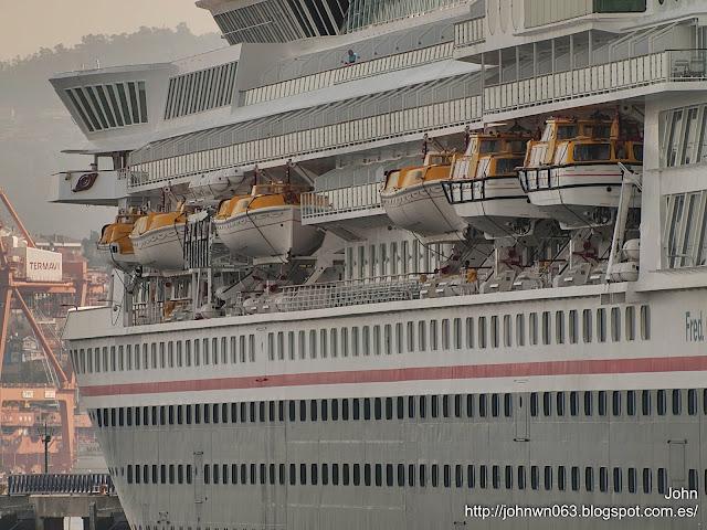 fotos de barcos, imagenes de barcos, balmoral, Fred Olsen, cruise ship, Vigo