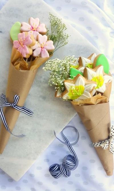 2. Buket kue bunga untuk kado Ibu.