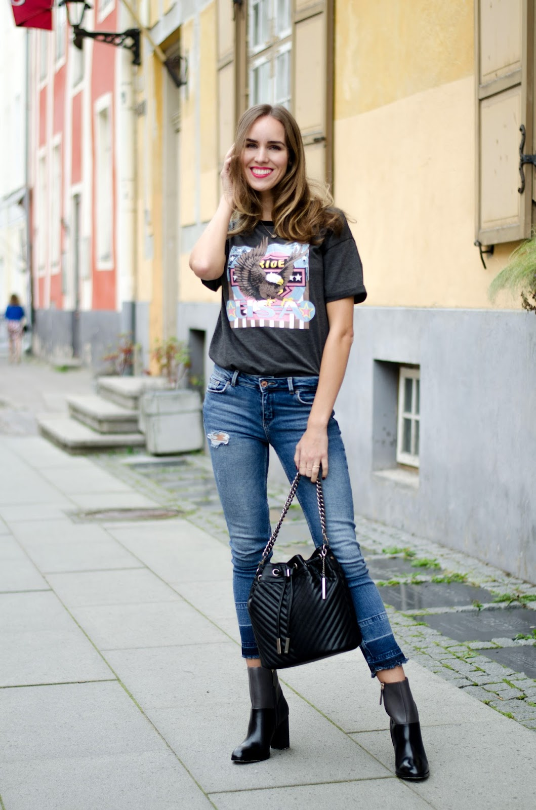 tshirt jeans ankle boots outfit