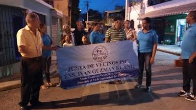 Junta de vecinos del Ensanche Ivan Guzman klan realizan marcha en protesta en  le entreguen el multiuso