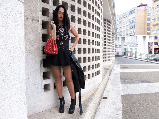 fashion, moda, look, outfit, blog, blogger, walking, penny, lane, streetstyle, style, estilo, trendy, rock, chic, cool, party, ropa, clth, garment, tulle, inspiration, fashionblogger, art, photo, photograph, golden, black, stradivarius, glamorous, biker,
