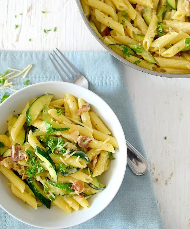 Penne zucchini a la carbonara, una preparación fácil, llena de sabor, muy abundante y fresca