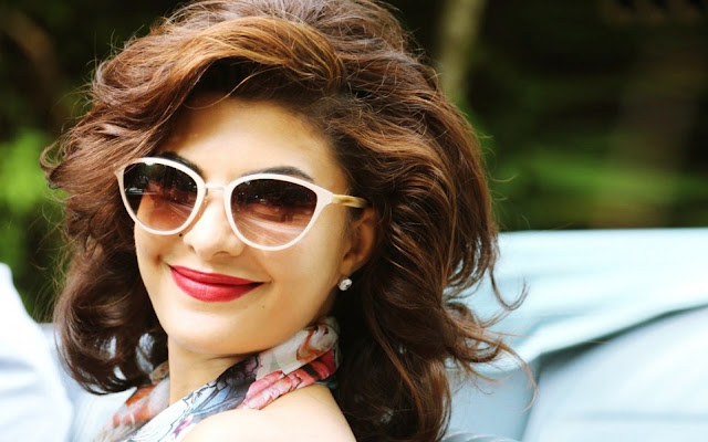 Jacqueline Fernandez unseen beautiful hot and sexy wallpapers