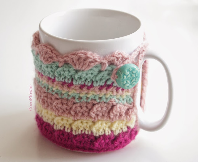 Housse couvre tasse en laine multicolore par Cocoflower avec perle en céramique