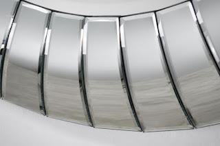 Dizajnové zrkadlo na stenu.
