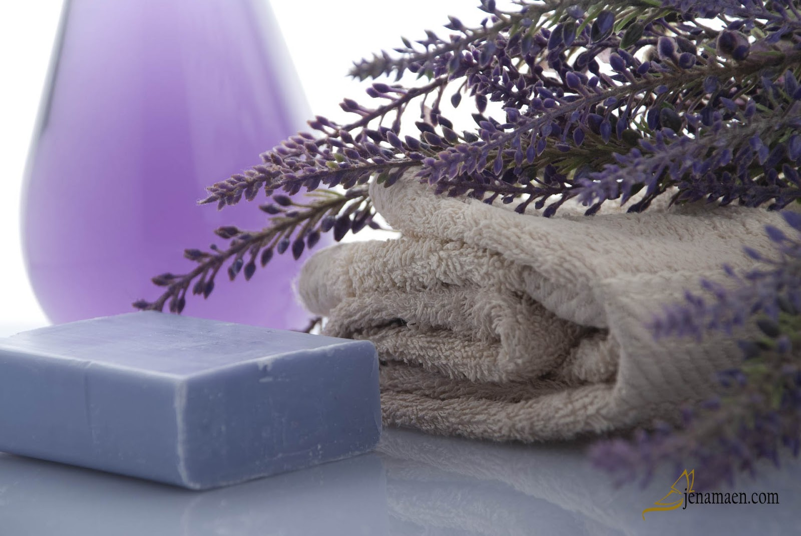 Green Cleaning with these 5 Essential Oils
