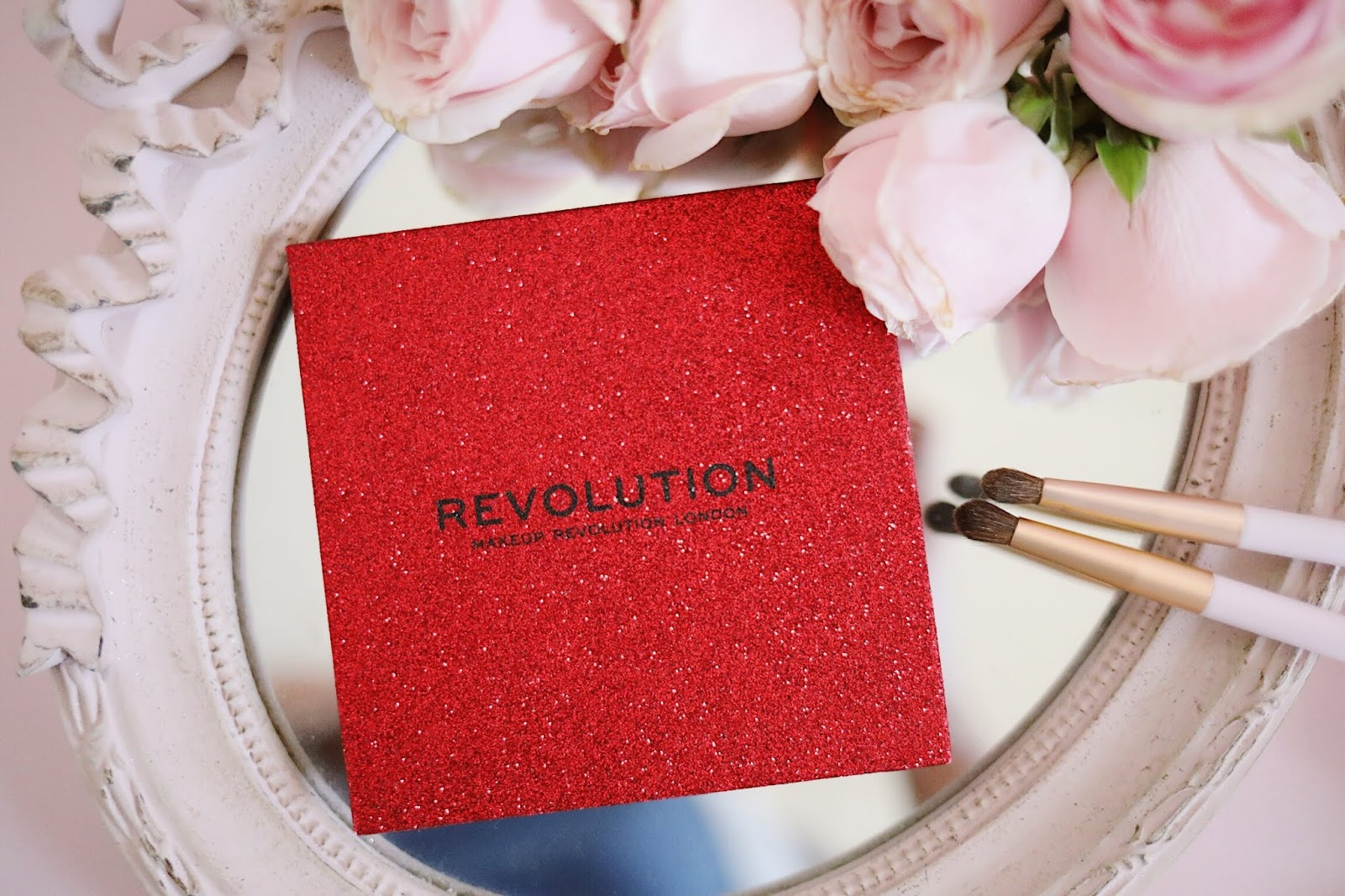 REVOLUTION  PRESSED GLITTER PALETTE,REVOLUTION  PRESSED GLITTER PALETTE HOT PURSUIT, HOT PURSUIT , MAKEUP REVOLUTION , REVOLUTION MAKEUP LONDON , DOLLAR MAKEUP,ROSEMADEMOISELLE , ROSE MADEMOISELLE , BLOG BEAUTÉ , PARIS , REVUE , AVIS , SWATCHS , GLITTERS , GLITTERMAKEUP , MAQUILLAGE PAILLETTES ,