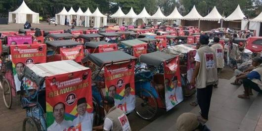 Prabowo Kampanye di Serang, Ratusan Tukang Becak ini Pawai untuk Dukung Jokowi