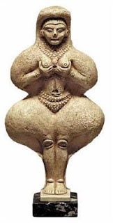 Статуя на Ищар/Инана/Ащарт Месопотамия 2000 г. пр. Хр. Музей Лувър Франция