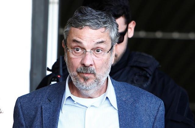 """Palocci declarou ao magistrado que relação entre governos Lula e Dilma e a Odebrecht era """"movida a propina""""."""