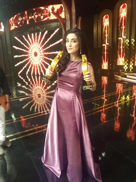 Maya Ali & Osman Khalid Butt Wins Best Actor Award for Diyar e Dil #ServisHumAwards