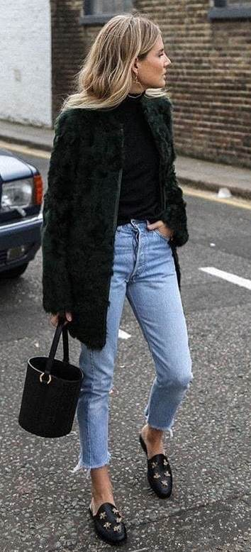cozy outfit for winter / fur coat + boyfriend jeans + loafers + bag + black sweater