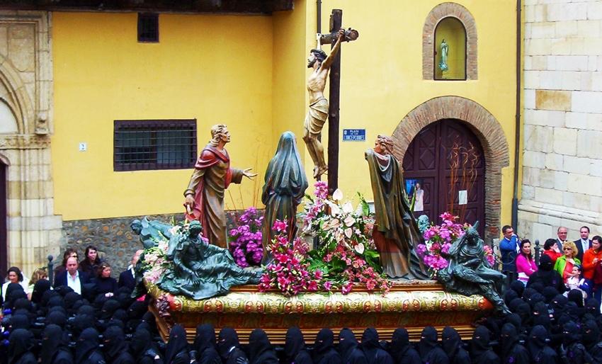 Paso de la Crucifixión. Cofradía del Dulce Nombre de Jesús Nazareno. León. Foto G. Márquez