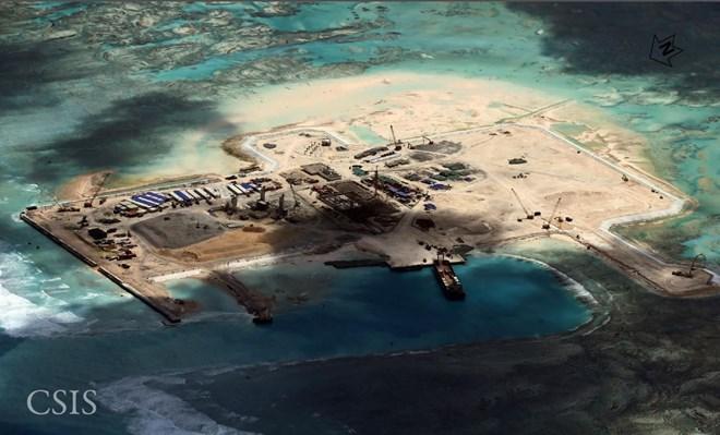 Đá Châu Viên thuộc quần đảo Trường Sa (Việt Nam) bị phía Trung Quốc chiếm đóng và xây dựng công trình trái phép. Ảnh chụp vệ tinh tháng 11/2014. (Nguồn: CSIS)