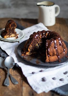 Délicieuse recette du cake marbré vanille et chocolat recouvert de chocolat fondu