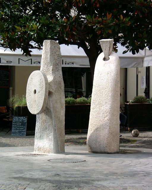 Fontaine de la place des Grès by Daniel Milhaud, rue Vitruve, square des Grès, place des Grès, Quartier de Charonne, Paris