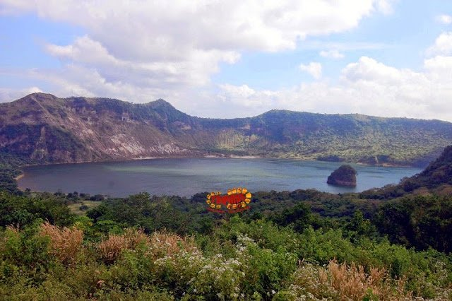 View of the caldera from Tabaro trail