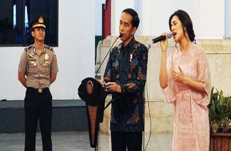 """Presiden Jokowi Mengaku Dikomplain Soal Raisa dan Claudia Cyntia Bella yang Lepas ke Tangan """"Asing"""""""