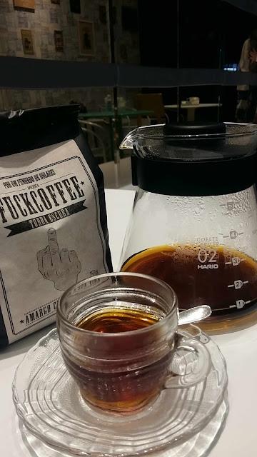 Método Hario V60 de extração de café na Cafeteria Les Amis