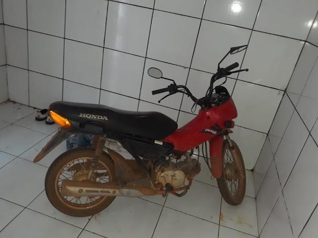 N.I do 6º BPM recupera motocicleta furtada