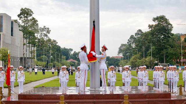 Nghi thức treo cờ rủ Quốc tang Chủ tịch nước Trần Đại Quang