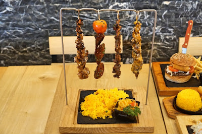 4 kinds of skewers, chicken satay, pork yakiton, beef tapa, Hungarian sausage