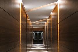 couloir moderne - decoration platre plafond