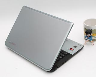TOSHIBA S40 DT-AT01M - Laptop Bekas