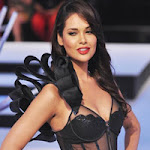 Esha Gupta Hot Ramp Walk Photos