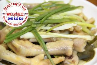 Chân Gà hấp lá chanh Thái (Lá Chúc - kaffir lime ) mùi thơm khó tả.