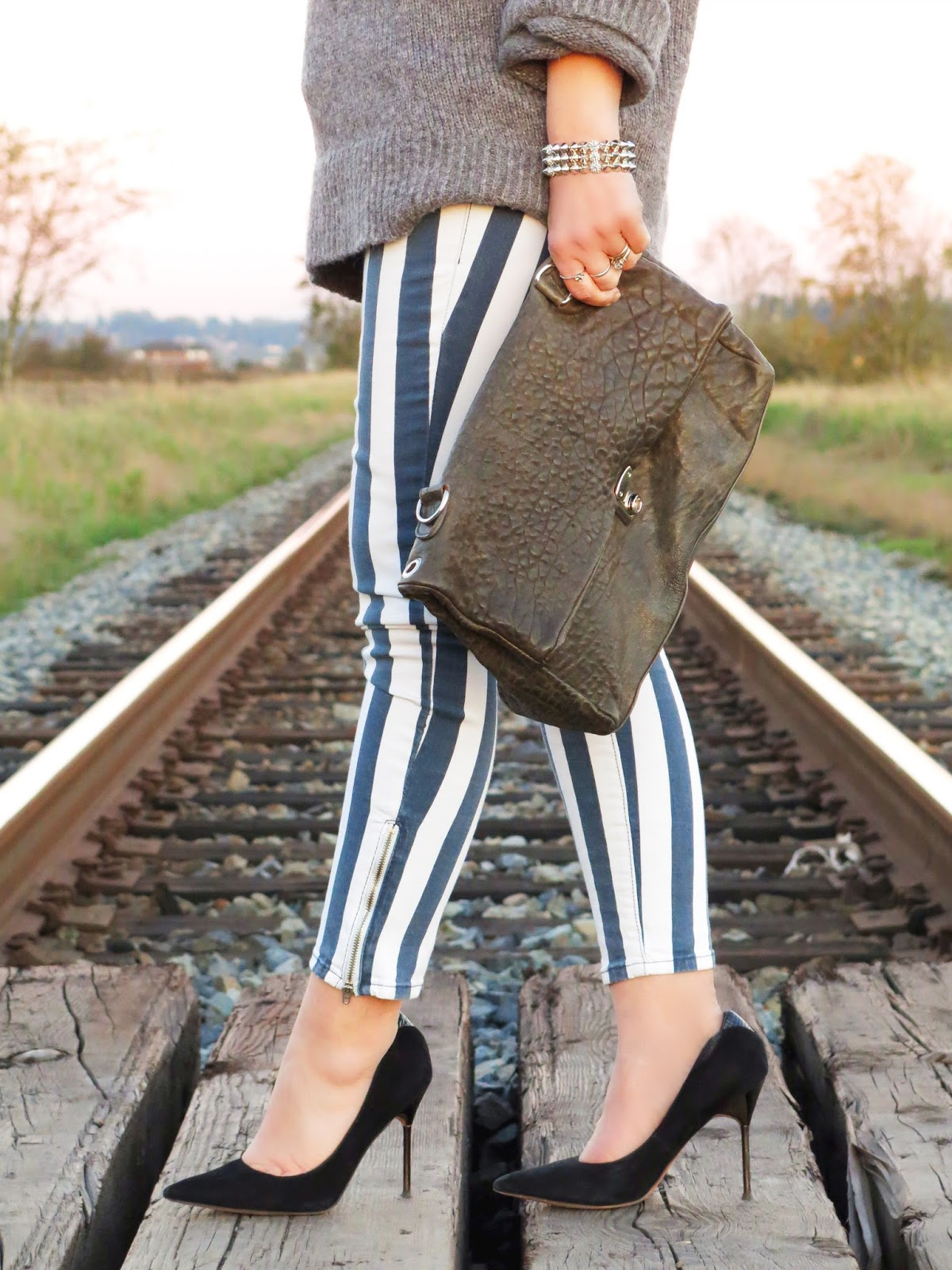 oversized turtleneck sweater, striped jeans, pebble-textured satchel, and Sam Edelman pumps