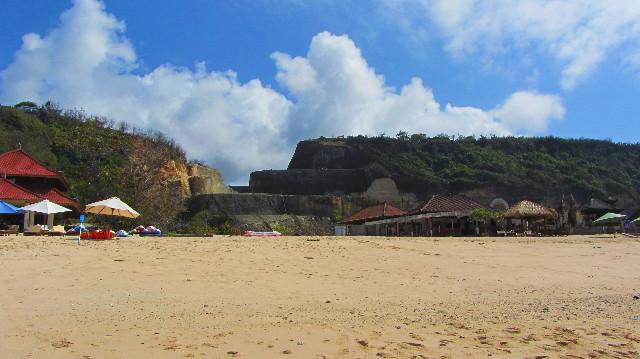 bukit batu pantai pandawa