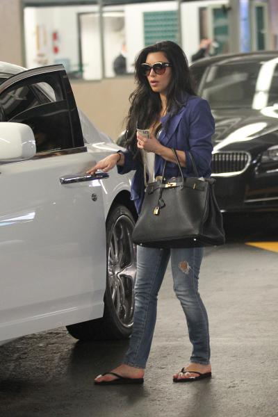 hot celebrities pics hot actresses kim kardashian sexy pics photos with her rolls royce to get manicure on 14 feb