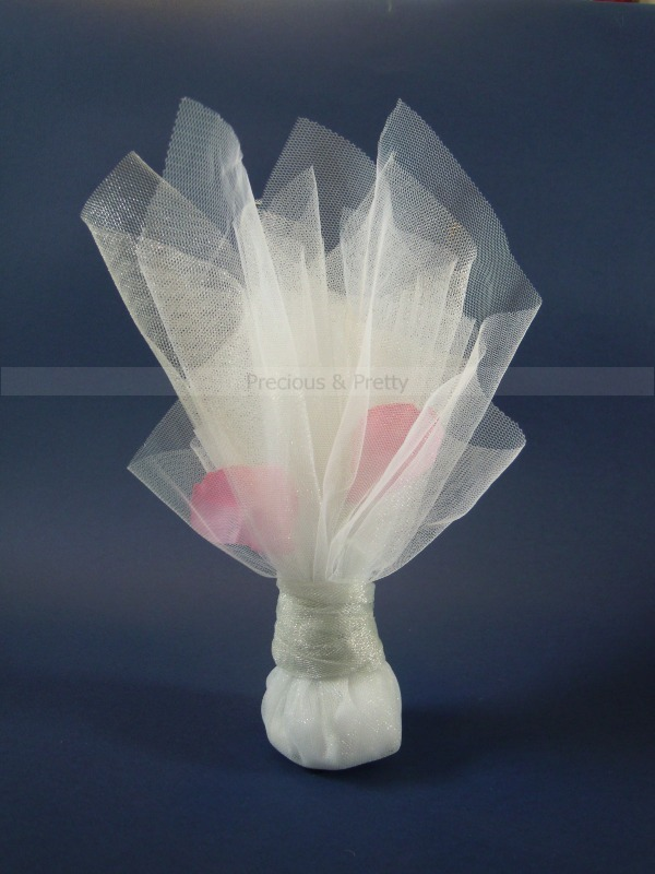 Wedding favors with pink petals and tulles from Greece