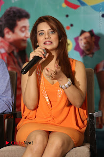 Actress Saloni Aswani Pos in Short Dress at Meelo Evaru Koteeswarudu Movie Interview  0135.JPG
