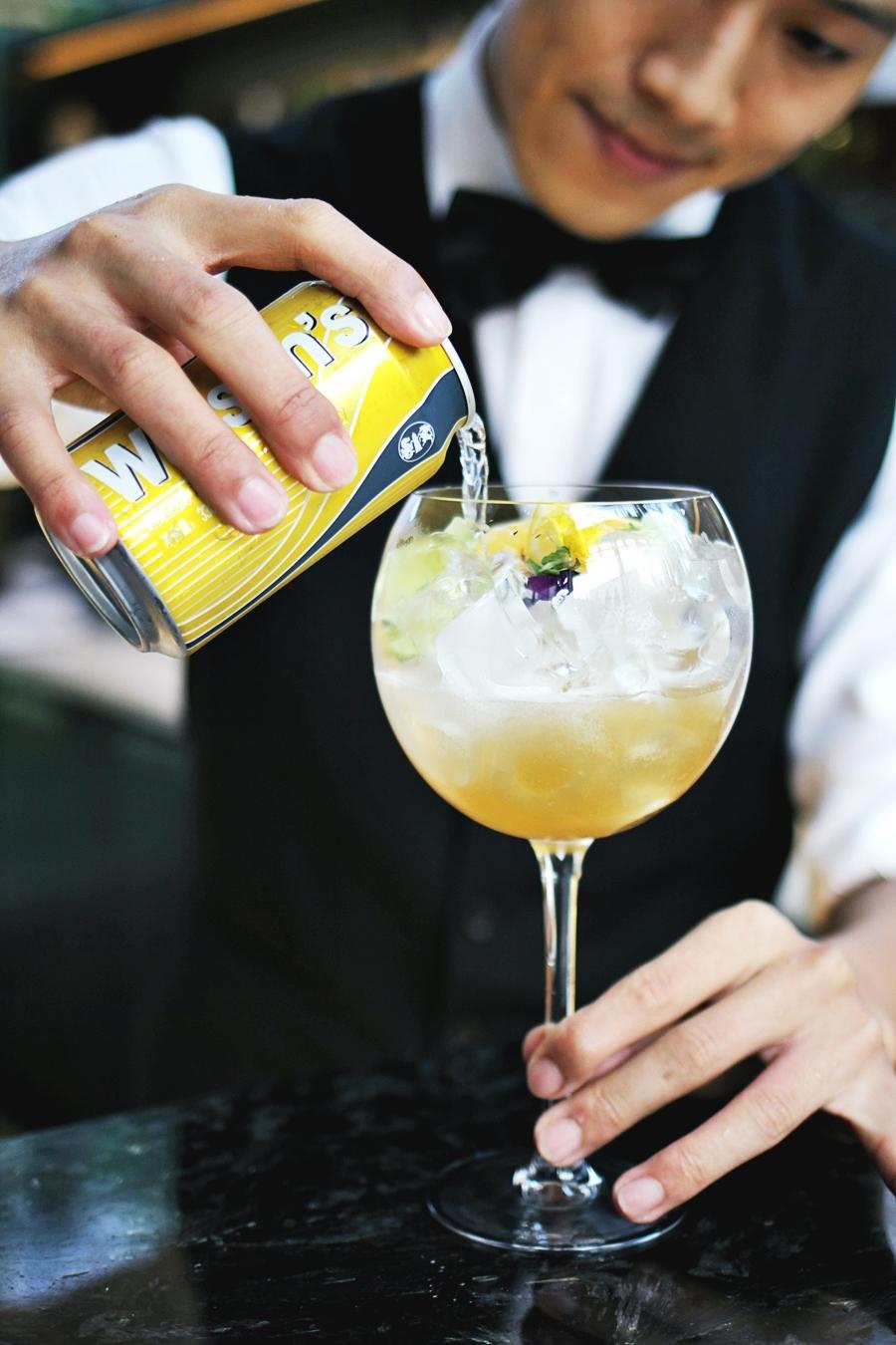 drink bar keeper mocktail gin tonic