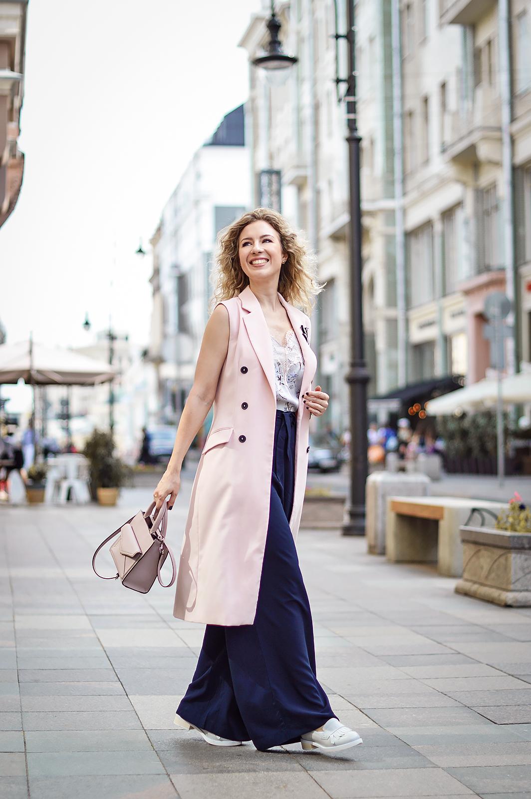 rita_maslova_streetstyle_pink_pastel_look_summer_oytfit_palazzo_pants_