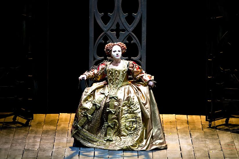 IN REVIEW: Soprano MARIELLA DEVIA as Elisabetta I in Teatro Carlo Felice's March 2016 production of Gaetano Donizetti's ROBERTO DEVEREUX [Photo by Marcello Orselli, © by Teatro Carlo Felice]