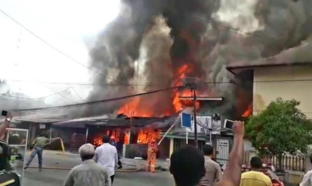 8 rumah terbakar