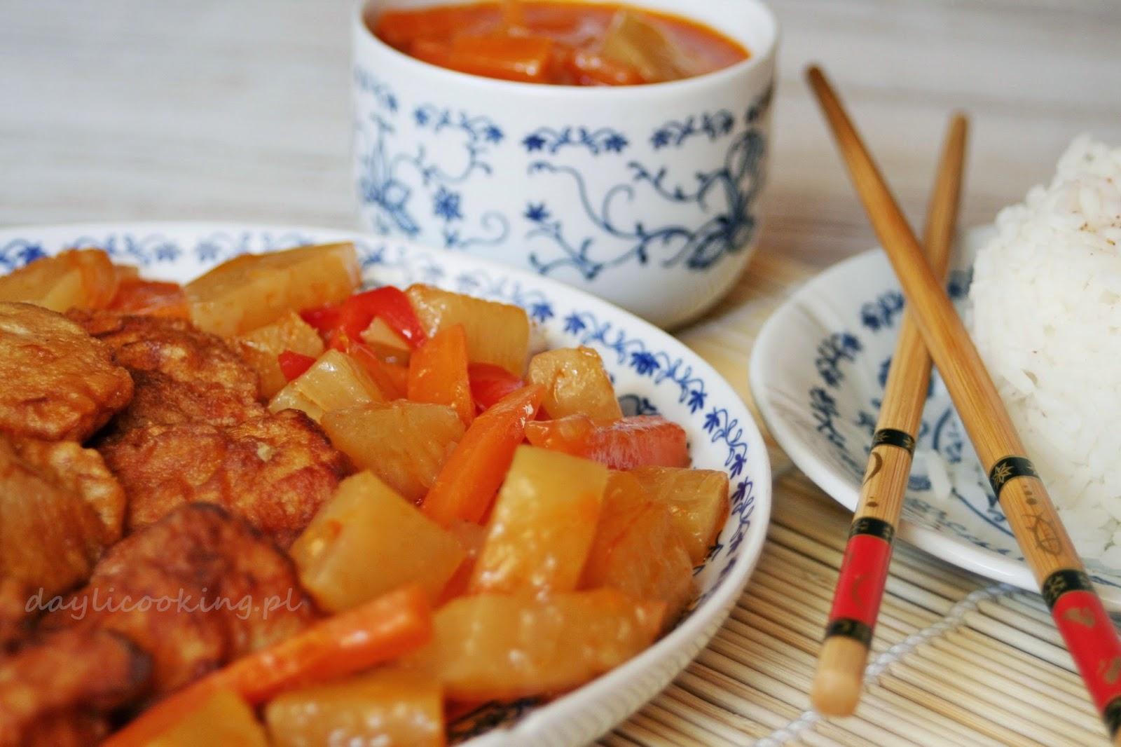 Kurczak w cieście naleśnikowym z sosem słodko-kwaśnym