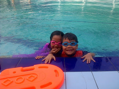rafa dan fakhri saat kecil les berenang di tiga dara jagakarsa nurul sufitri
