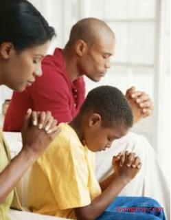 Contoh Doa Keluarga Kristen Sebelum Tidur Malam