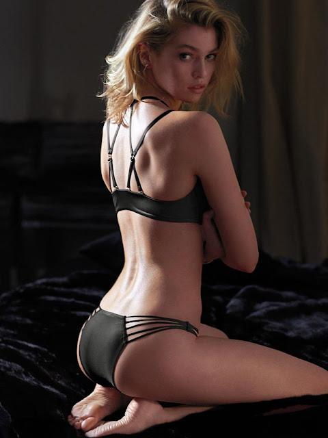 Hot girls Stella Maxwell sexy bra model 6.5ft 4