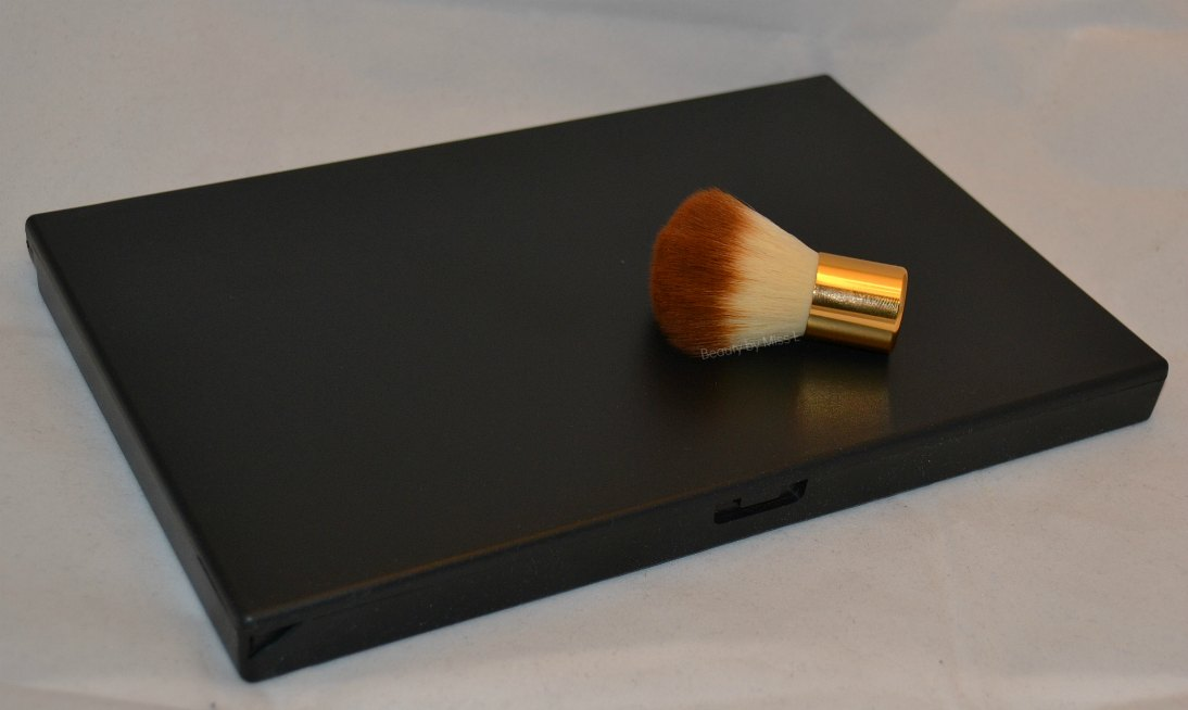 168 värviga lauvärvi palett ja kabuki pintsel Tmart´st