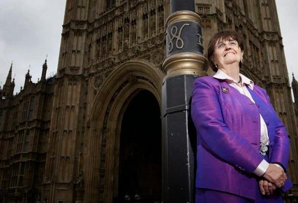 Artsaj recibe a la baronesa Caroline Cox