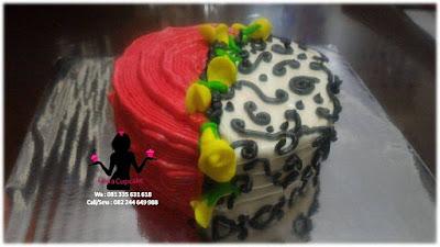 Cake Tart Butter cream Warna Merah Putih Hiasan Bunga Tulip